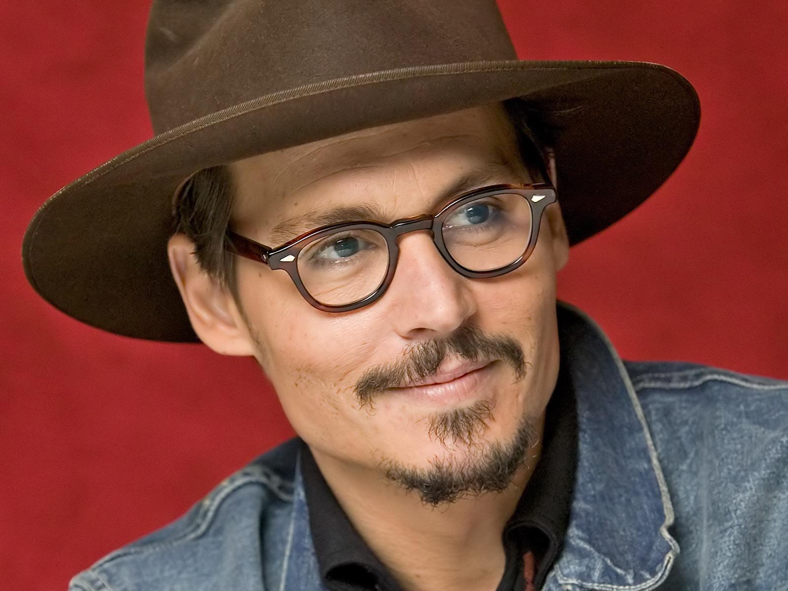 http://3.bp.blogspot.com/-k_ZQEwsmA90/TjveXEu9jqI/AAAAAAAARpQ/LsHlXi-DdAU/s1600/Johnny_Depp-American_actor-Wallpaper.jpg
