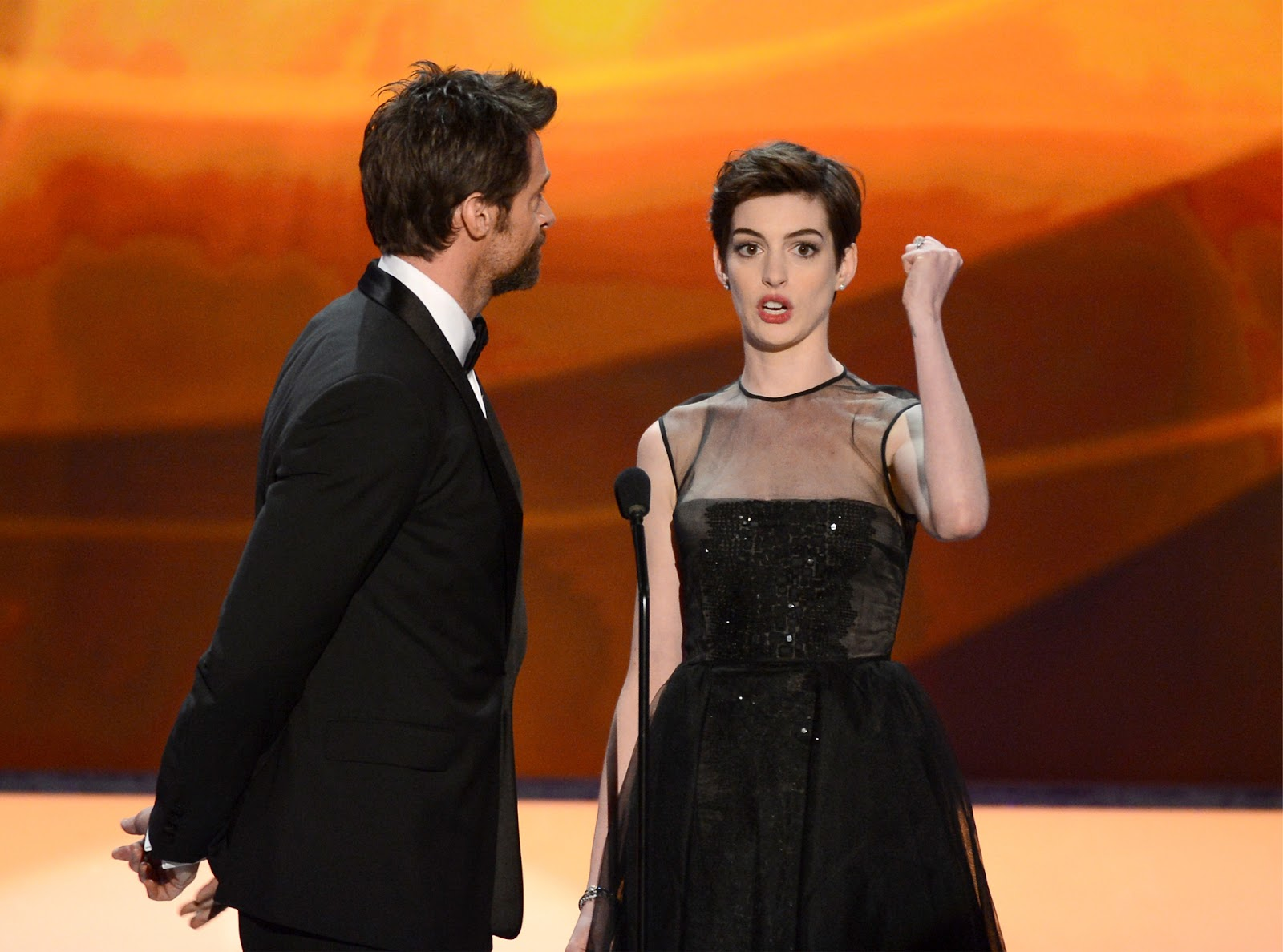 http://3.bp.blogspot.com/-k_ckKGXRBOQ/UQZ6GTbLAaI/AAAAAAABTEw/L7B2GzFxtMQ/s1600/Anne_Hathaway-Hugh_Jackman-19th_Annual_Screen_Actors_Guild_Awards-1_27_2013-006.jpg