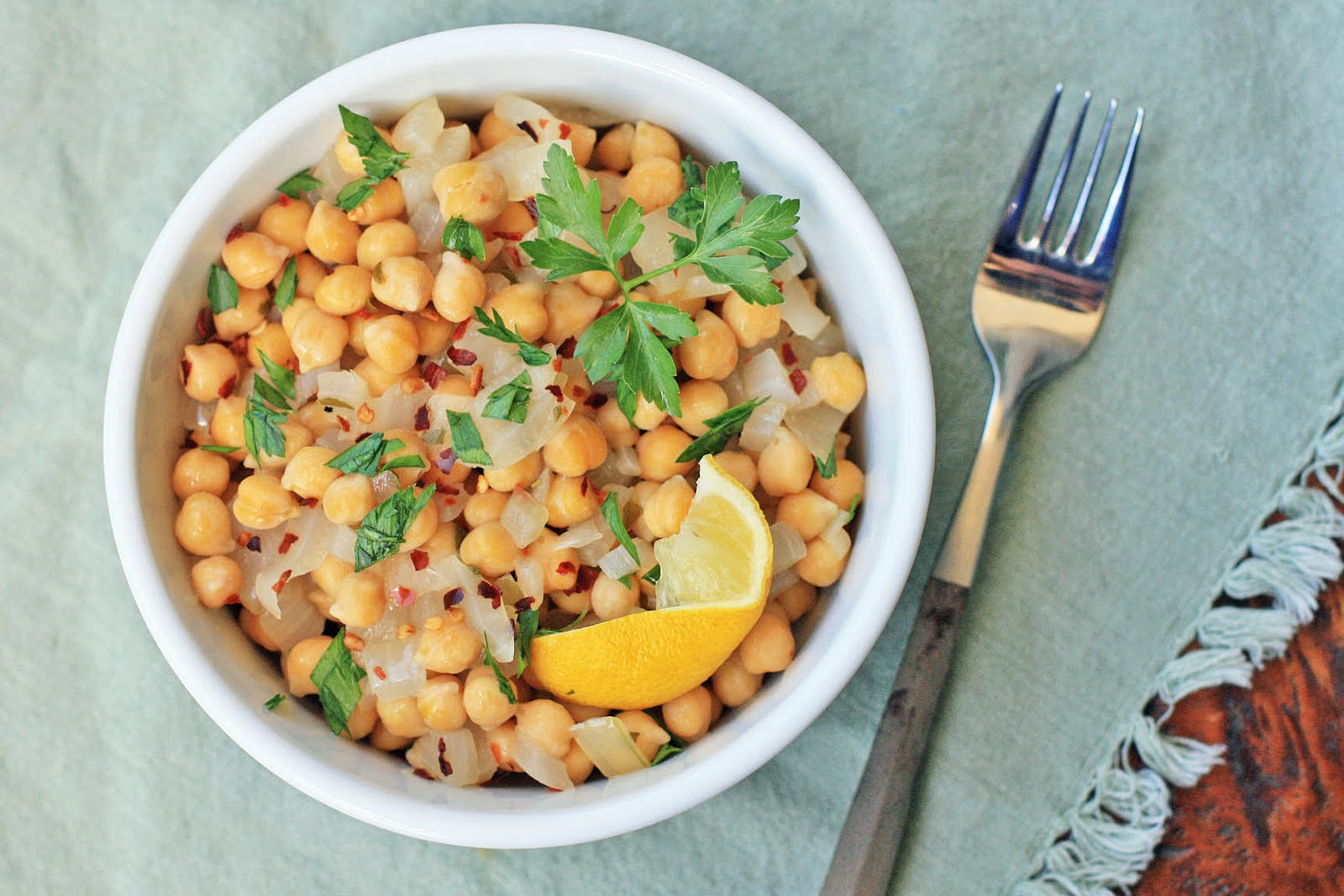 Greek Garbanzo Bean Salad | Girl Cooks World