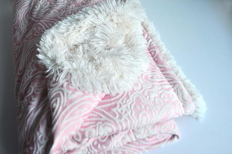 Ultimate+cuddle+blanket tutorial dsc 0040