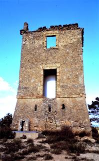 Imagen 2: Acceso elevado de una torre de telégrafo óptico en el paraje de La Ventilla