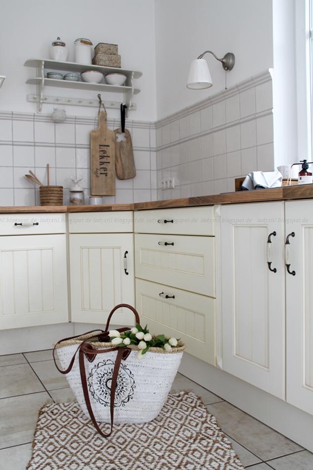 Überblick Küche nach der Renovierung in weiß