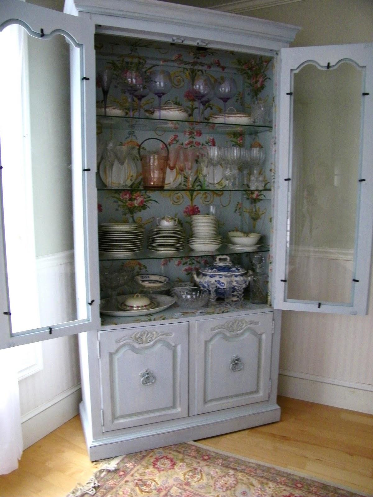 http://3.bp.blogspot.com/-kaSyco3k8y0/TZCcxSD4iQI/AAAAAAAAEQU/tw2VgR92jvQ/s1600/wallpaper+cabinet+065.JPG
