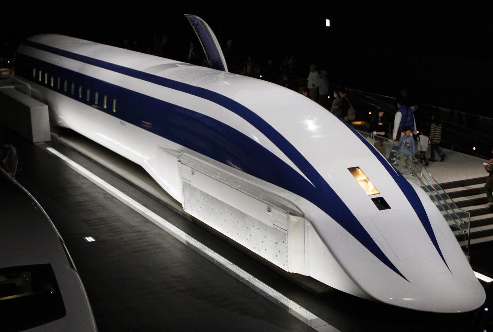 Kereta Api Tercepat di dunia: 581 km/jam (361 mph)