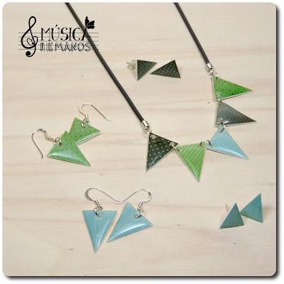 Conjunto verde y azul de banderines de plástico mágico