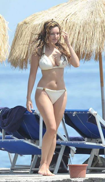Kelly Brook Sexy With Bikini in Italy