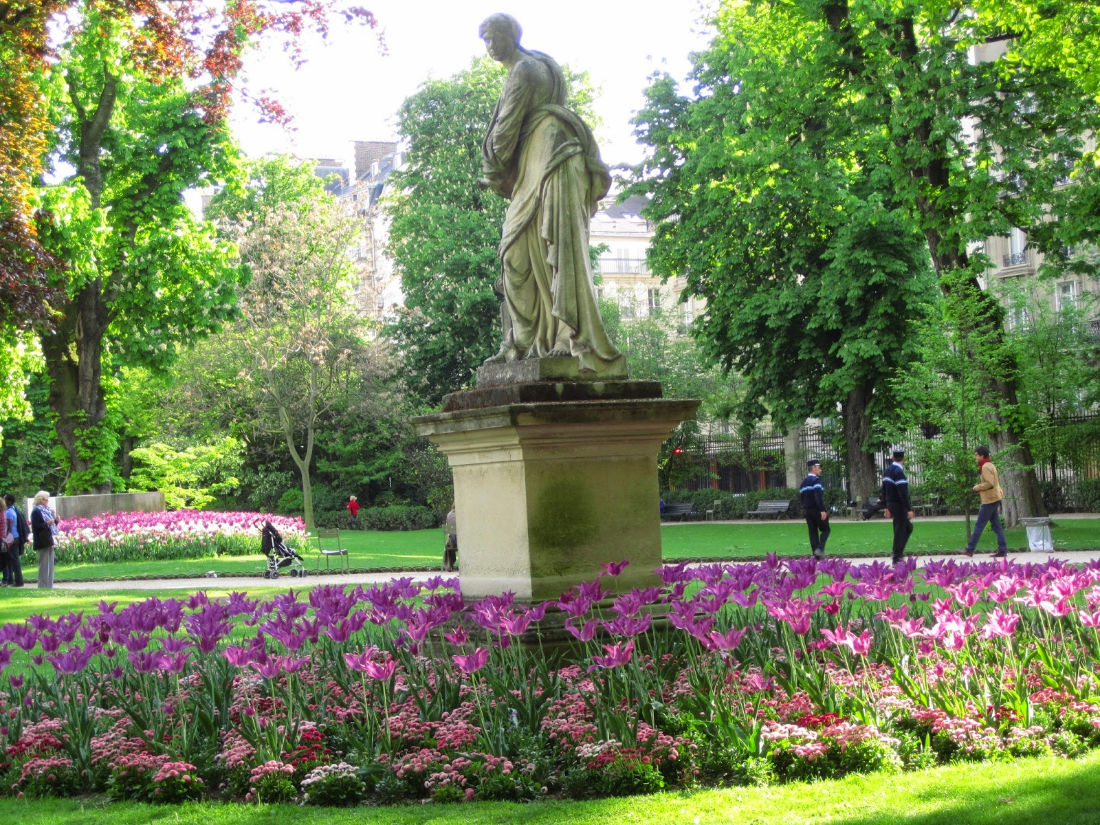 located between st germain des pres and the latin quarter the gardens host both an english and french flower garden along with a forest - Le Jardin Du Luxembourg