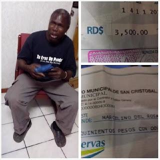 Obrero del ayuntamiento de San Cristóbal llora de impotencia al recibir cheques sin fondos; la situación afecta a más
