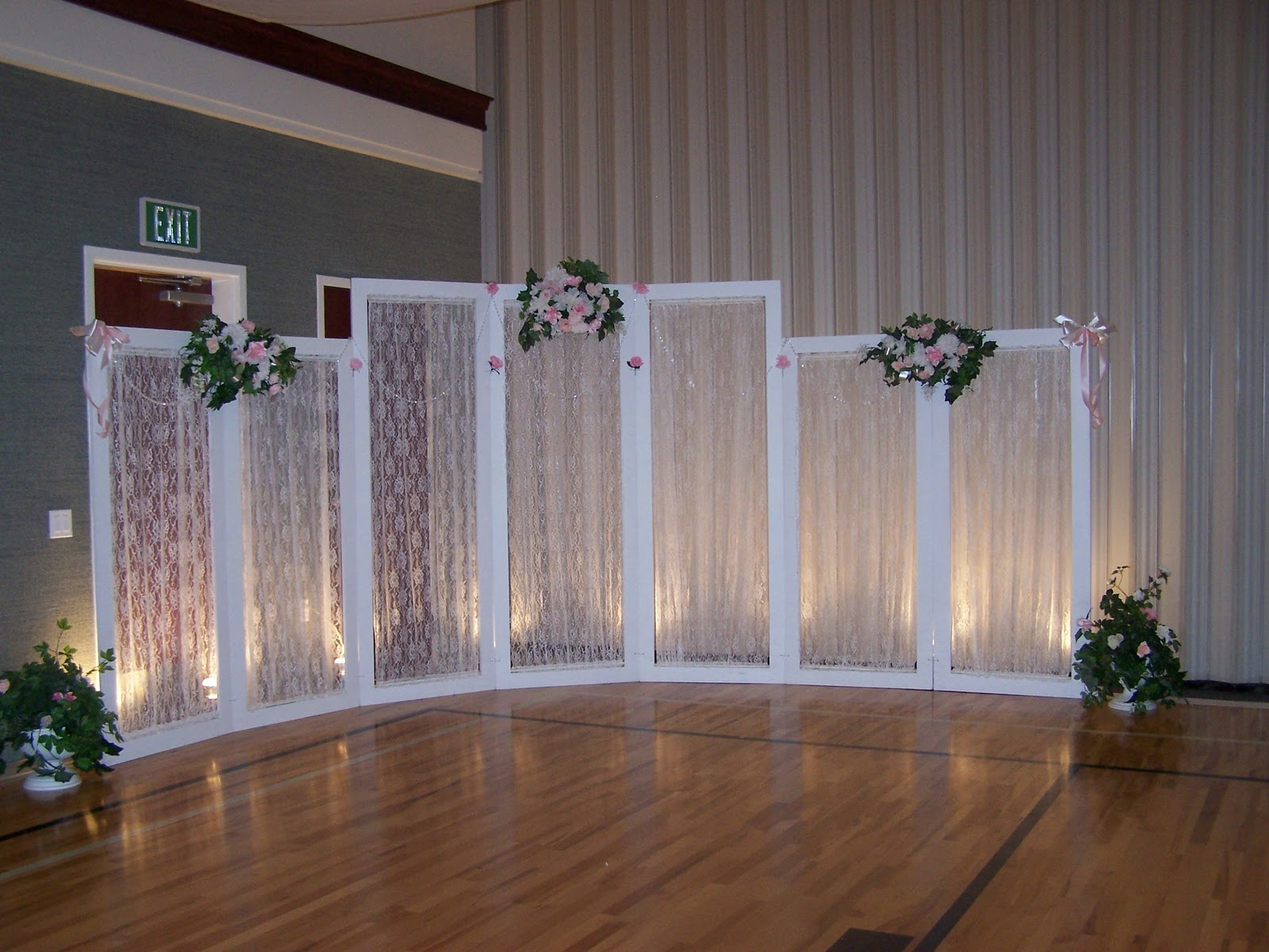 Creative wedding and party decor backdrop choices - Wedding wall decoration ideas ...