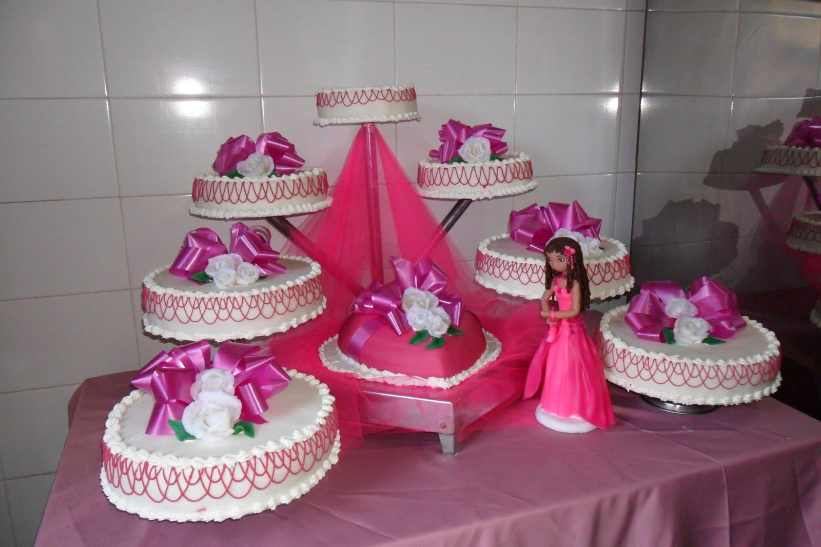 Siete tortas redondas y una con forma de corazón para éste soñado ...