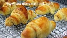 resep praktis (mudah) membuat (memasak) makanan roti croissant spesial enak, lezat