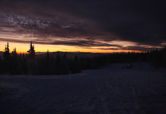 Wschód słońca nad Tatrami sprzed schroniska