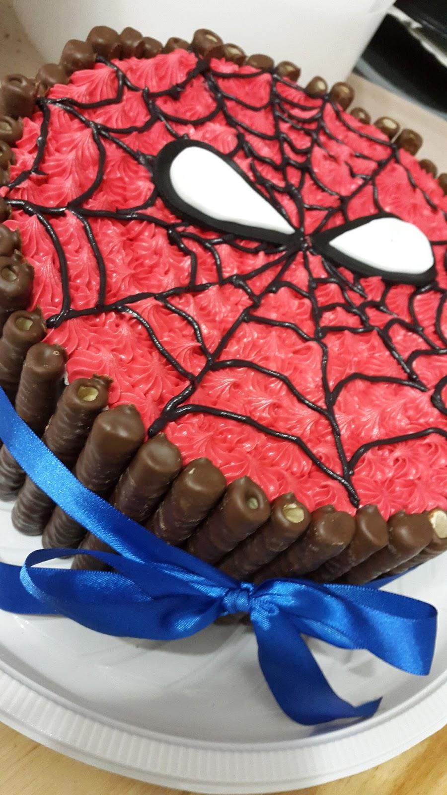 Bolos simples e decorados com tubets e kitkat bolos po de mel bolos super heris homem aranha capito amrica hulk e batman altavistaventures Image collections