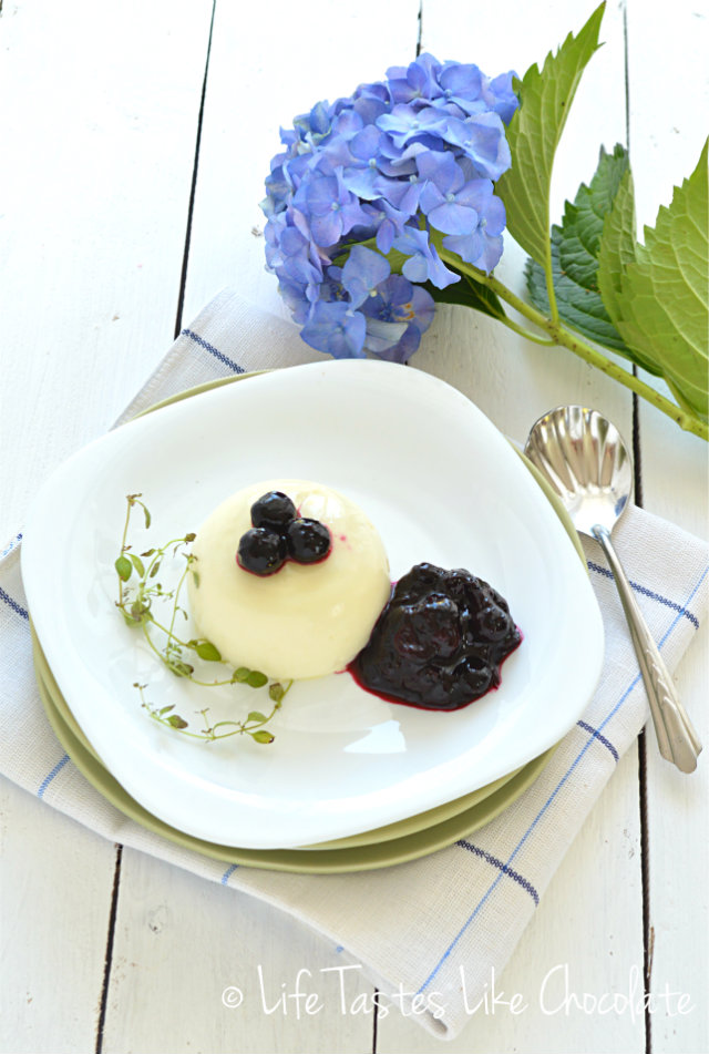 LJETNA PANNA COTTA OD MLAĆENICE BY DONNA HAY / SUMMERY BUTTERMILK PANNA COTTA BY DONNA HAY