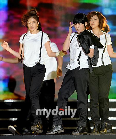 T-ara >> mini-álbum ''John Travolta Wannabe'' - Página 5 T-ara+2011+hallyu+dream+concert+%25283%2529