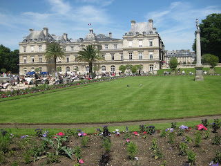 Lovely Travel of a Nomadic Dad Travel The World RTW -family Travel with kids Budget Travel Jardin du Luxembourg in Paris