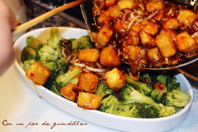 Tofu en salsa con brócoli