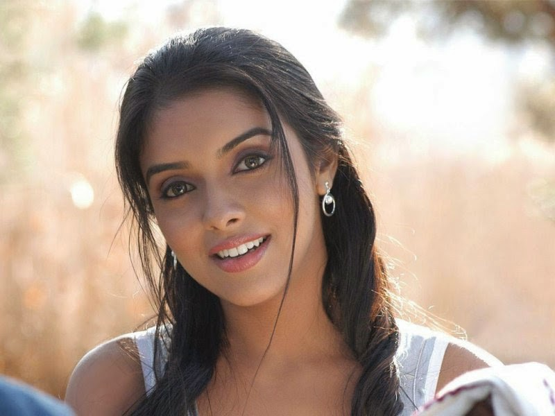 Asin Thottumkal :Asin Thottumkal's Unseen Latest Hot Wallpapers/Pics (HD Photos)