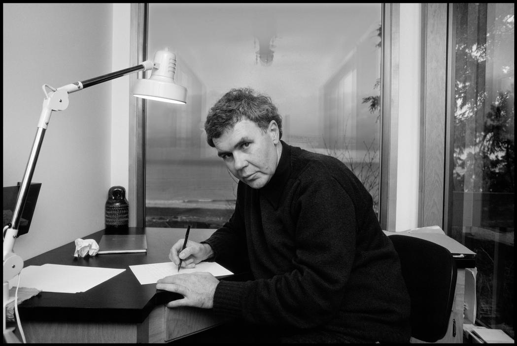 raymond carver on writing Read on writing by carver if you harbor ambitions, then print the good lines and stick it on your wall i came by this piece via an article in guardian by.