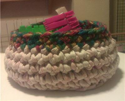 Mi primera cesta de trapillo (para las pinzas de la ropa)