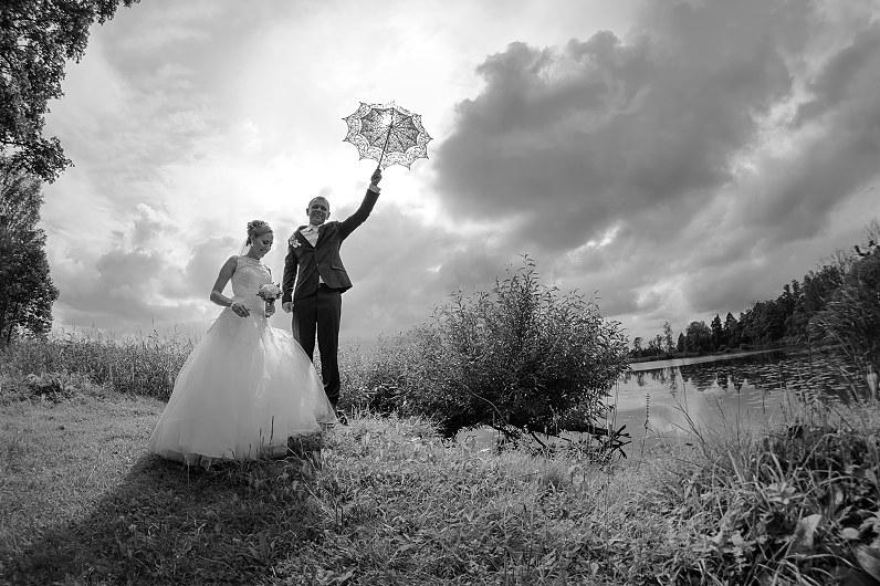 nespalvota vestuvių fotografija Pasvalyje