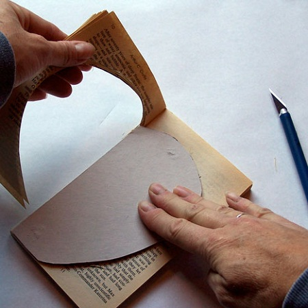 Decoraci n con libros paso a paso for Decoracion con libros