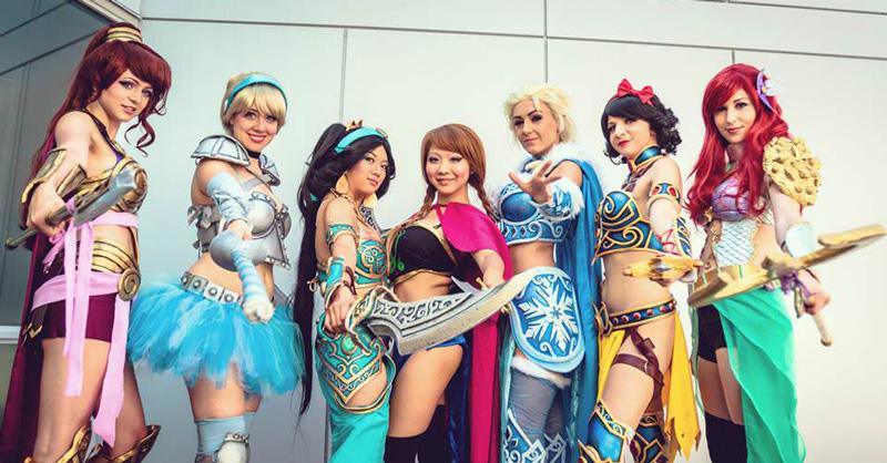 Anime Revolution 2014に集まった戦闘服を着たディズニー・プリンセスのコスプレ!
