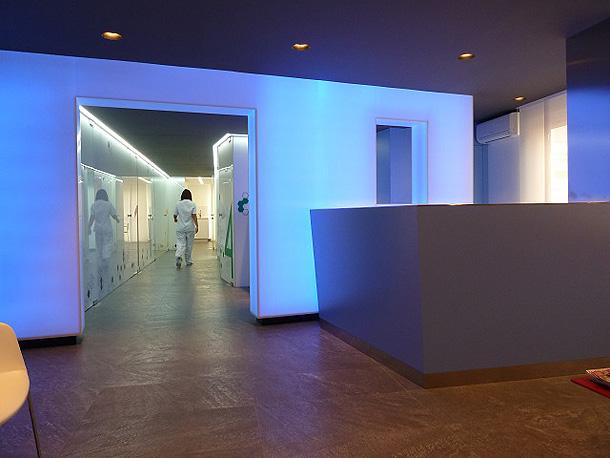 Marzua oct gono y joan rojeski dise an una moderna cl nica en castell n - Clinica dental moderna ...