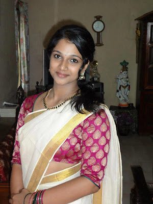 Rocking Tamil girl in saree.