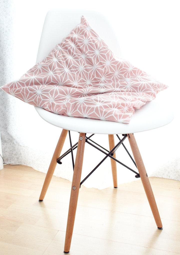 Ars textura endlich habe ich meinen eames style stuhl for Eames stuhl kopie