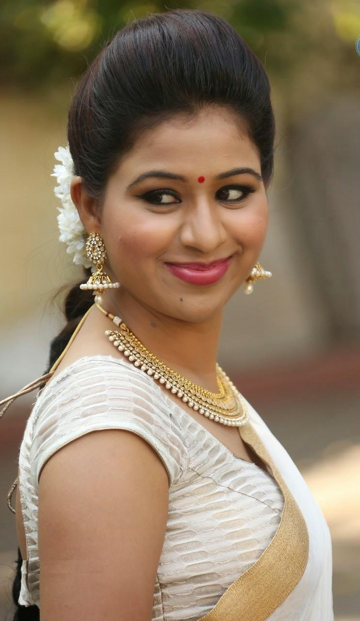 Manali rathod white saree hot pics