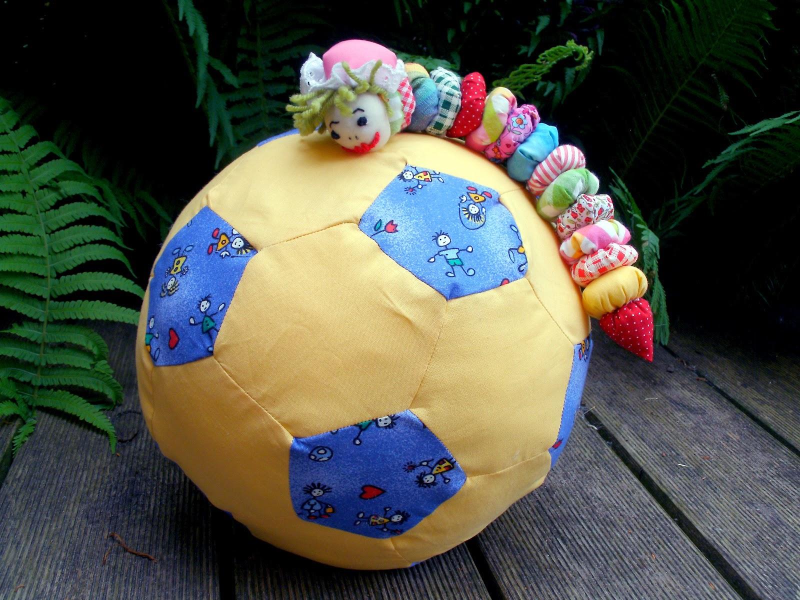 kochloeffel-und-nadelkissen: Großer Ball für kleine Racker