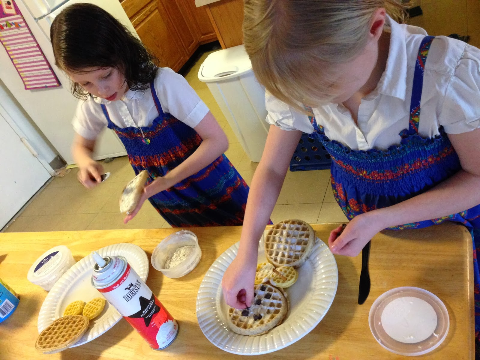 "FROZEN ""Build a Snowman"" Waffles from Hi! It's Jilly. #FROZENfun #recipe #collectivebias #kids"