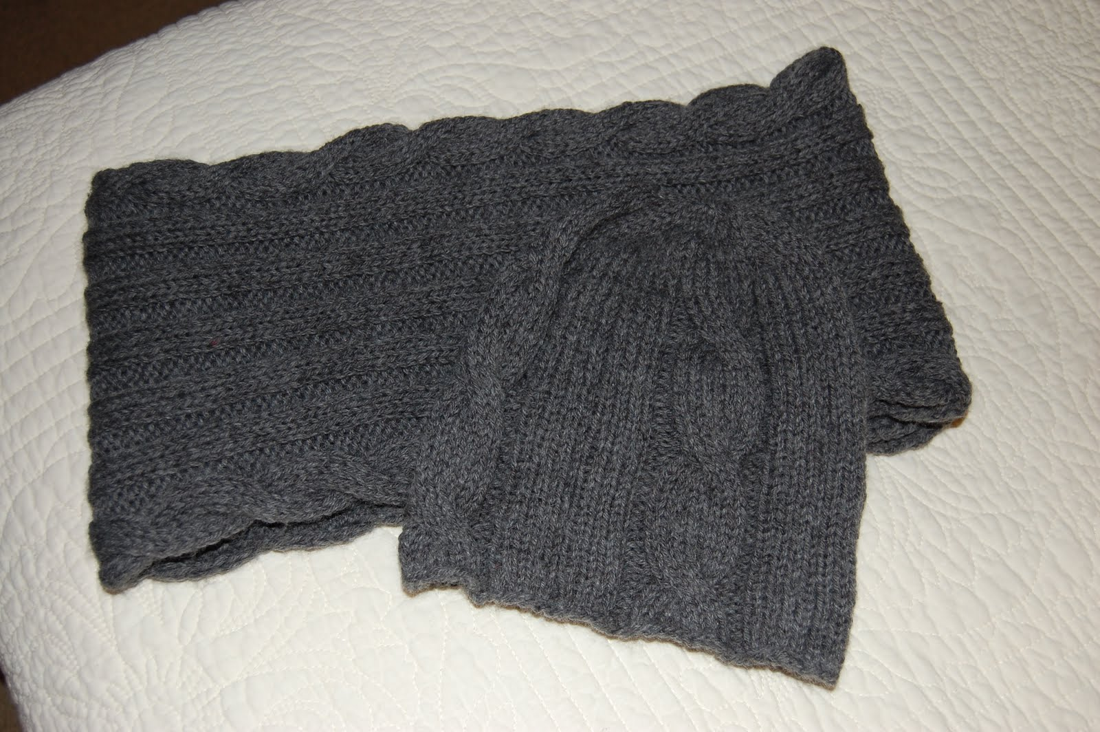 Loose Ends: Knitted Ancestors: Happiness: One Holiday Gift Done ...
