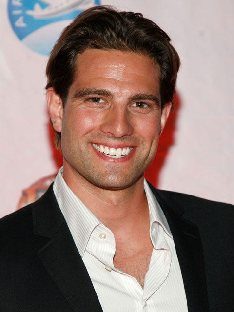 Scott McGillivray Shirtless http://favoritehunks.blogspot.com/2011/11/pounding-wood-canadian-carpenter-scott.html