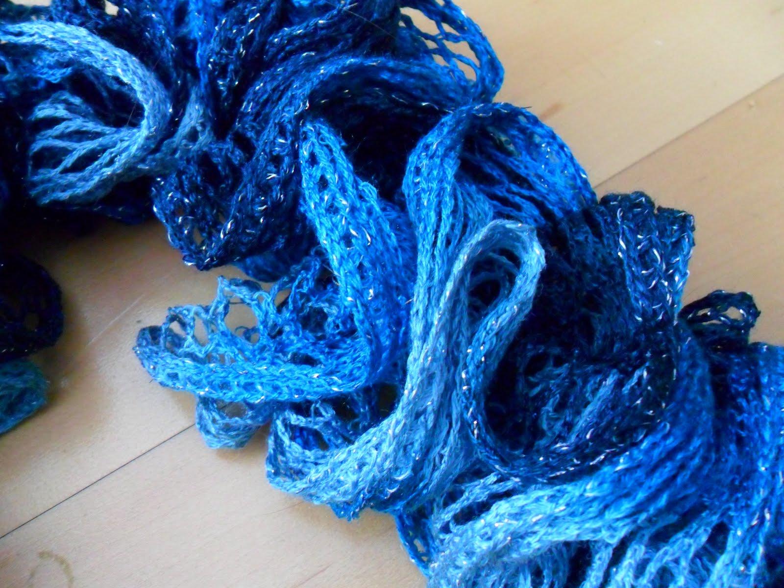 Sashay Ruffle Scarf Knit Pattern : Kiddles N Bits: Knitted Sashay Ruffle Scarf