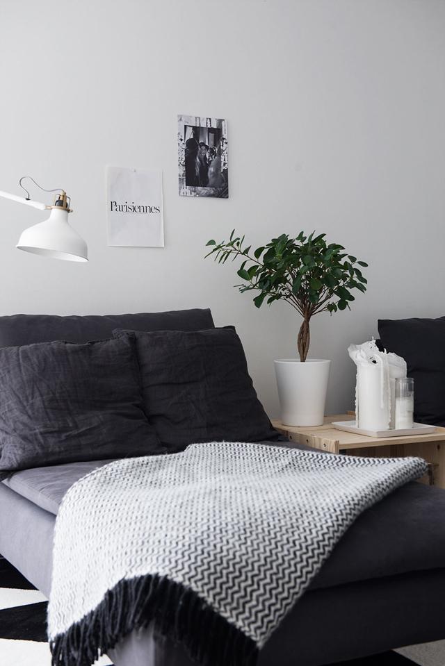 Decorar casa low cost: rincón de lectura en blanco y gris