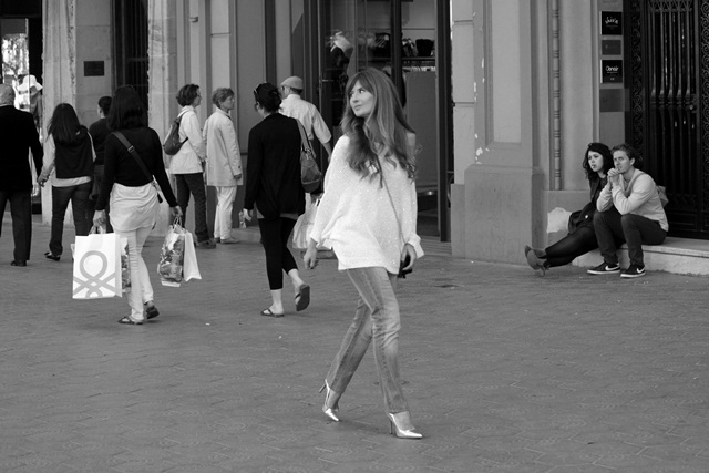 abc_serrano-gafas_espejo-oakley-estocolmo-casual_look-pandora-look_primavera