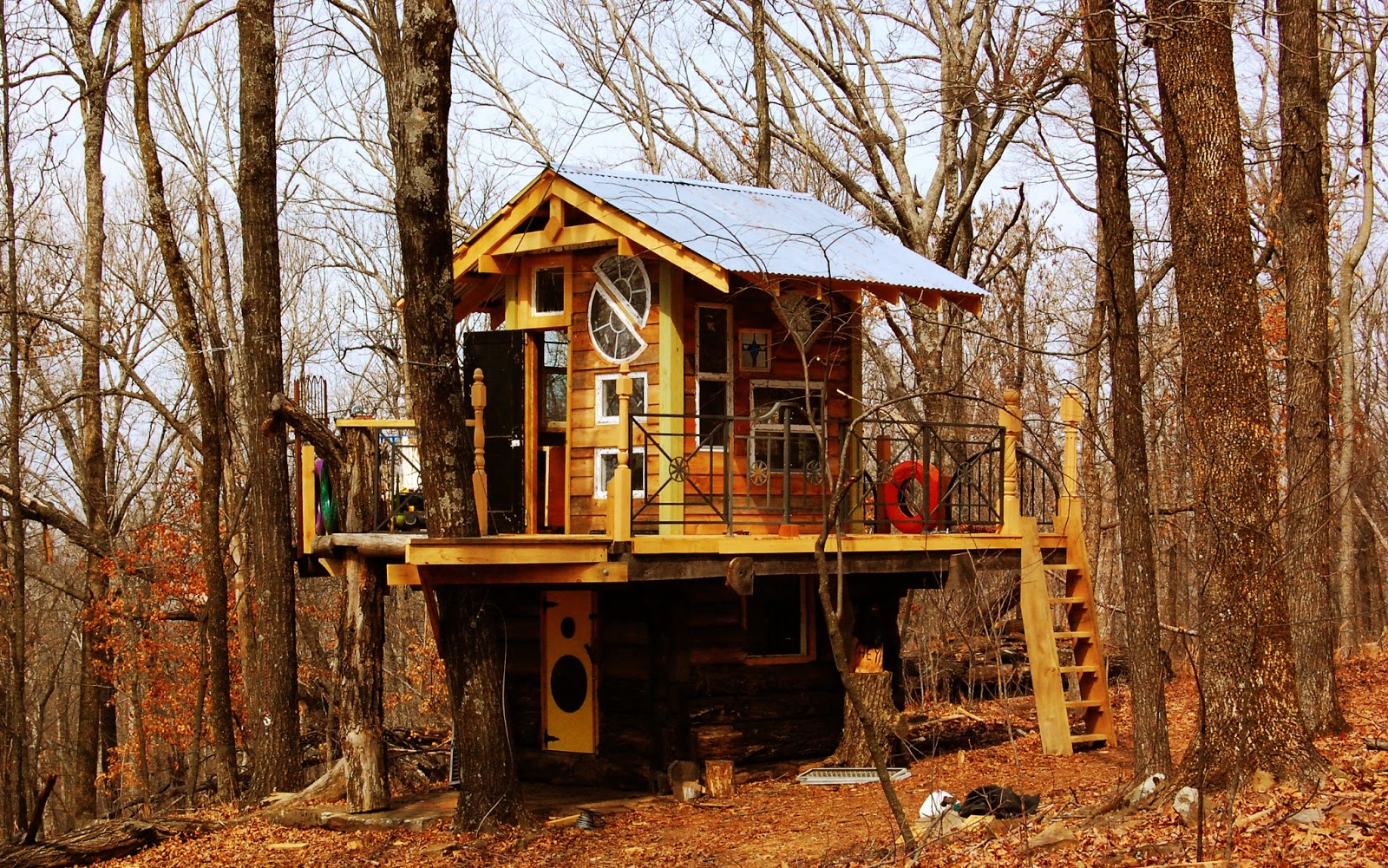 Natural state treehouses inc deep woods cabin treehouse for Tree house cabins arkansas