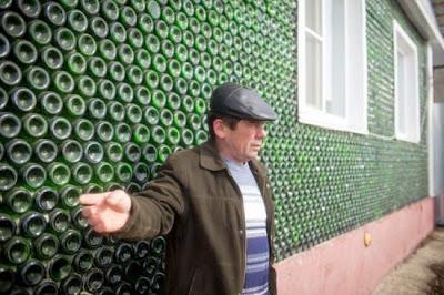 Ρώσος έχτισε σπίτι χρησιμοποιώντας μπουκάλια σαμπάνιας