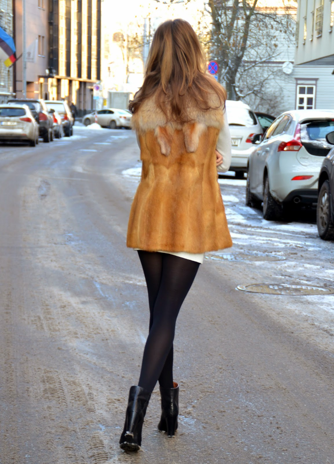 fur-vest-chloe-ankle-boots-winter-outfit