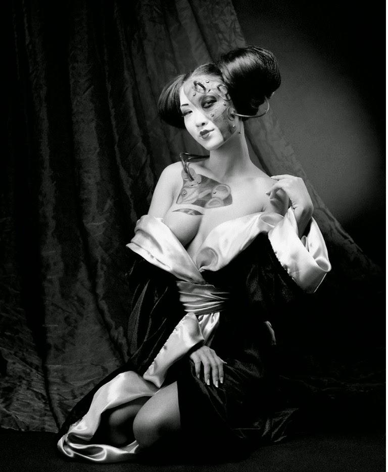 fotografías-artisticas-femeninas-en-blanco-y-negro