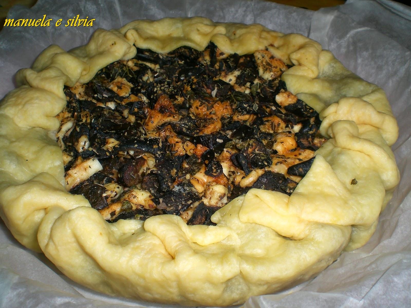 crostata alla marmellata di cipolle con insalata di melanzane e feta