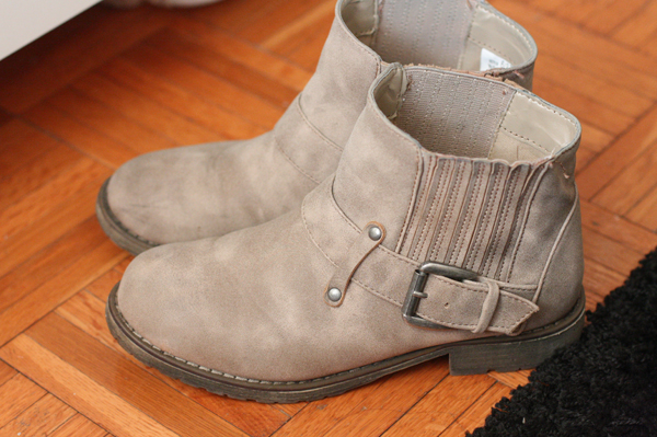 Dirty Laundry booties in taupe