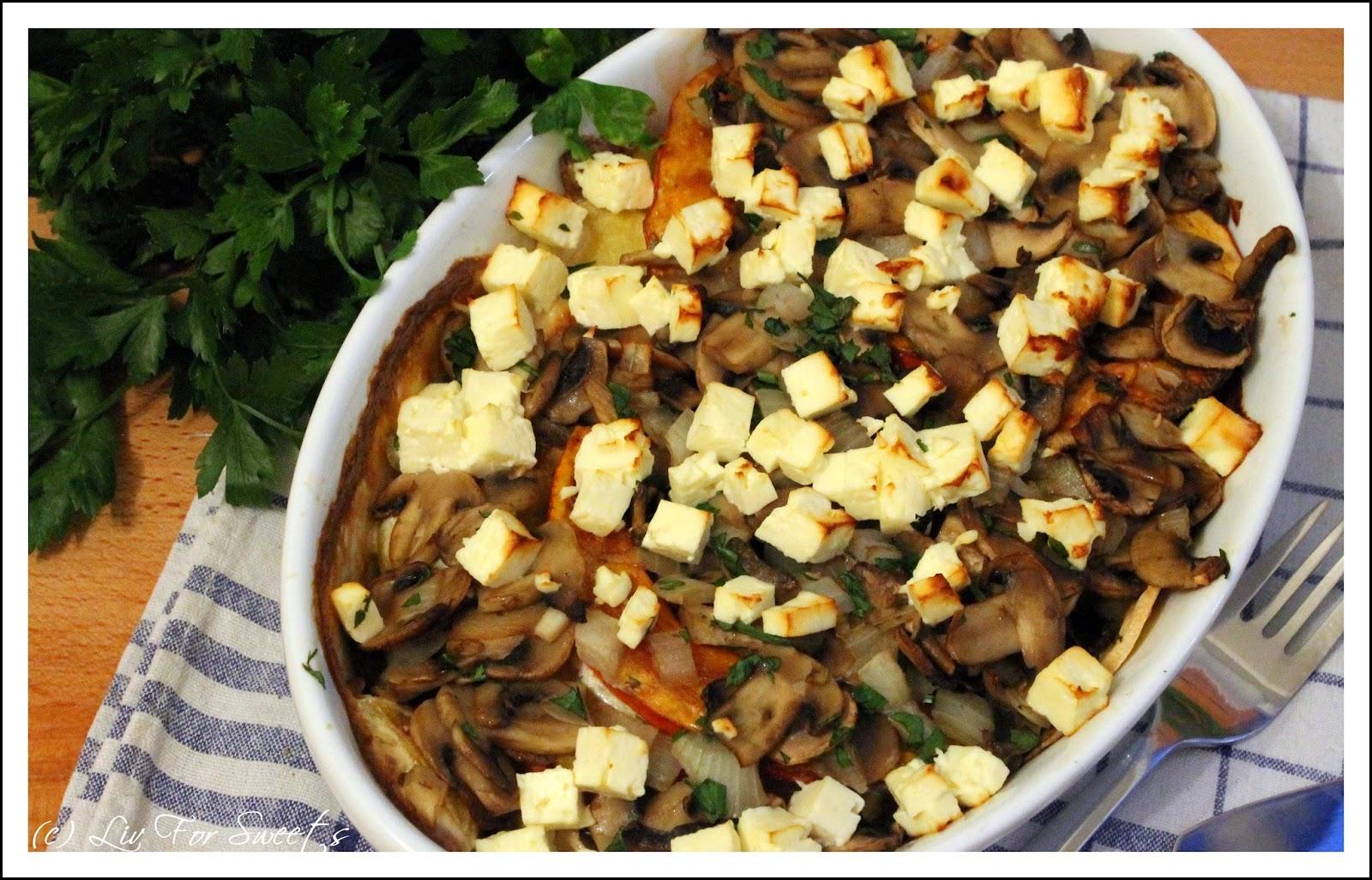 Kuerbis-Kartoffel-Auflauf mit Feta und Champignons, Pilze, Soja-Creme, Petersilie, Rezept