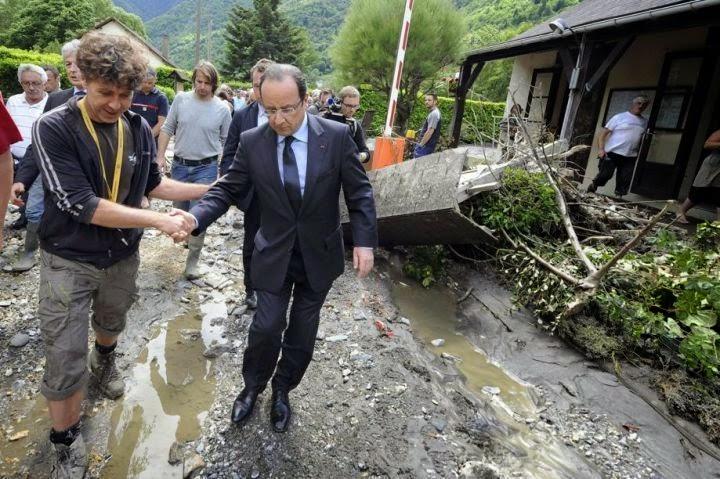 blog+-Hollande+sur+plusieurs+sites+du+Sud-Ouest+devastes+par+les+crues.jpg