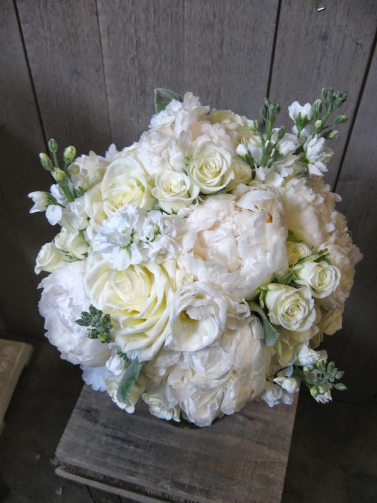 Leggoe Land Puffy White Bouquet