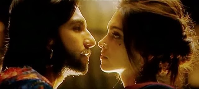 Screen Shot Of Hindi Movie RamLeela (2013) Download And Watch Online Free at worldfree4u.com