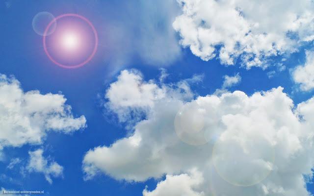 Wallpaper met wolken, blauwe lucht en zon