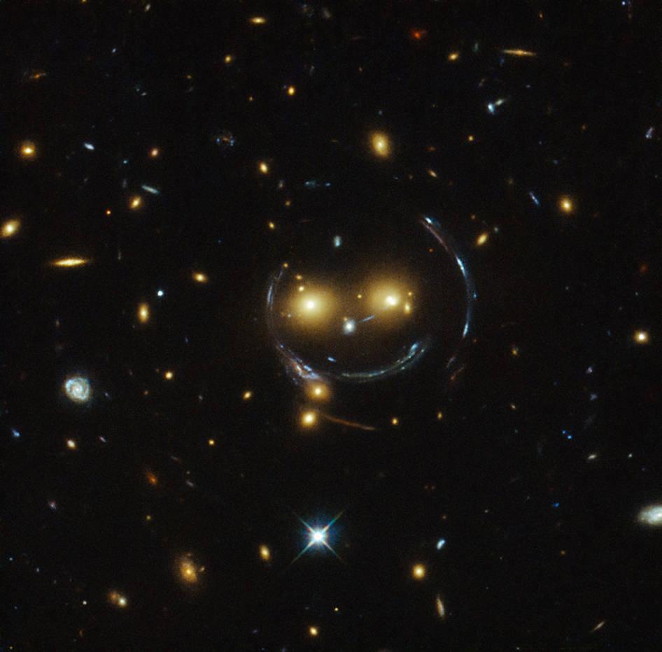 Хаббл увидел смайлик в космосе
